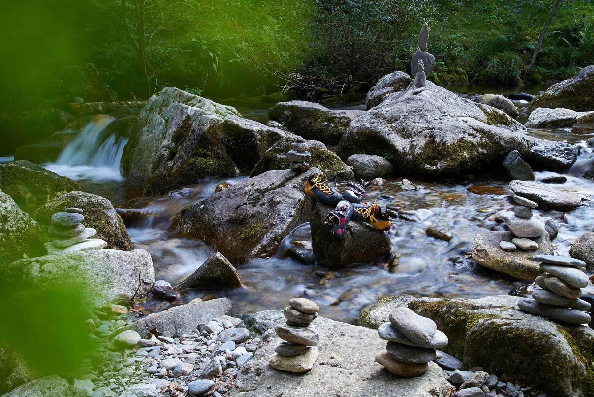 GC - chaussons d'escalade, torrent et cairns - ivan olivier photographies