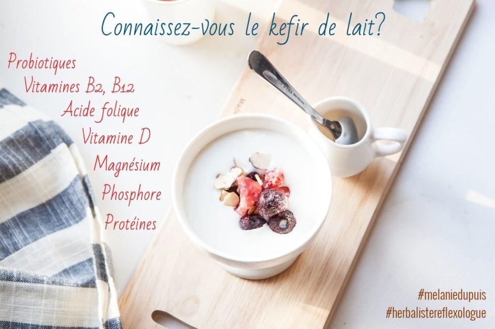 COMBO PHYTO KEFIR DE LAIT: Je le fais avec du lait de chèvre ou de brebis et je l'utilise notamment pour mes porridges miam-ô-fruits du matin. 😉  🐐 Certes, ce kefir ne convient pas aux végétaliens mais il peut convenir aux personnes sensibles au lactose (moi la première, le lactose me donne une surproduction de mucus)! En effet, c'est la transformation de ce sucre qui rend le kefir plus digeste mais pas que! Les petits êtres vivants qui peuplent les grains de kefir apportent d'autres bienfaits supplémentaires pendant la fermentation! 🤘  ⭐ Pour la fabrication, yapaplu simple. Des grains de kefir + du lait (pas de lait végétal) + 30h de fermentation = du kefir de lait! 😉