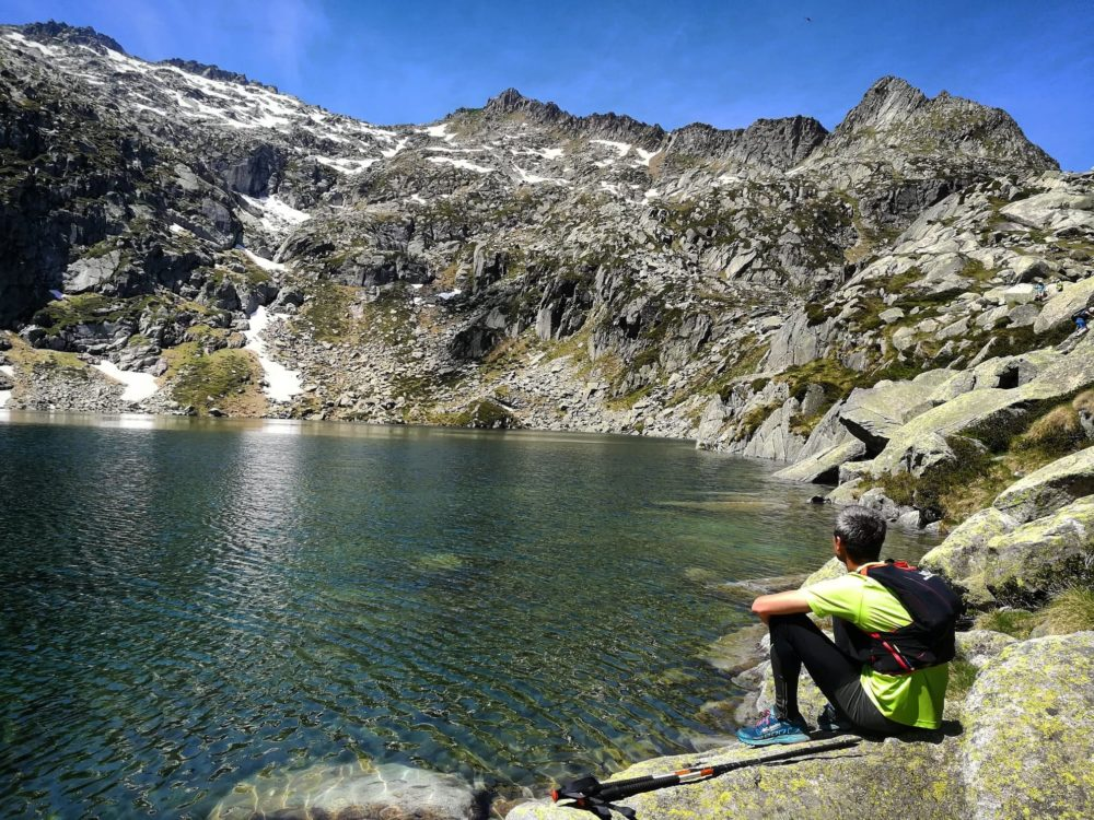 Ouf!! Enfin arrivés à l'étang d'Aubé! En face, on analyse notre descente depuis le sommet...