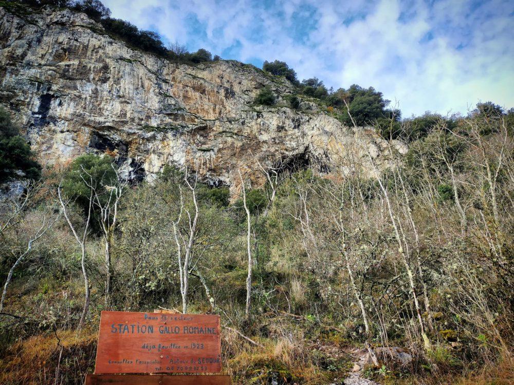 17/12/20: la période hivernale fait découvrir la falaise. Cet endroit a déjà été fouillé et a révélé des traces gallo-romaines