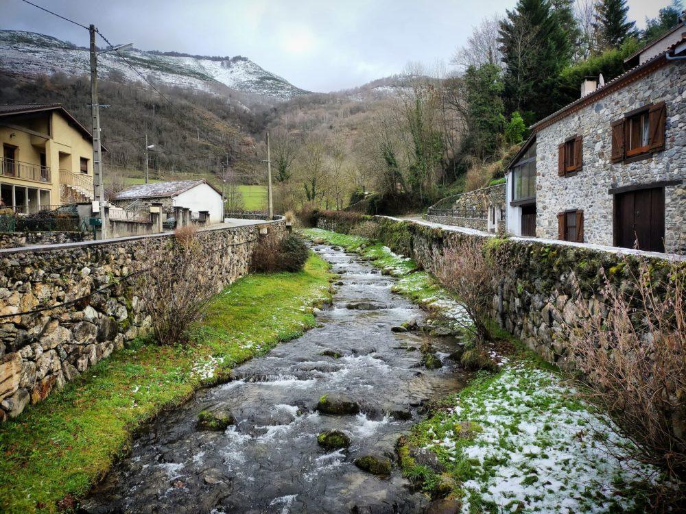 30/12/20 - L'Arnave traverse le petit village du même nom ;)