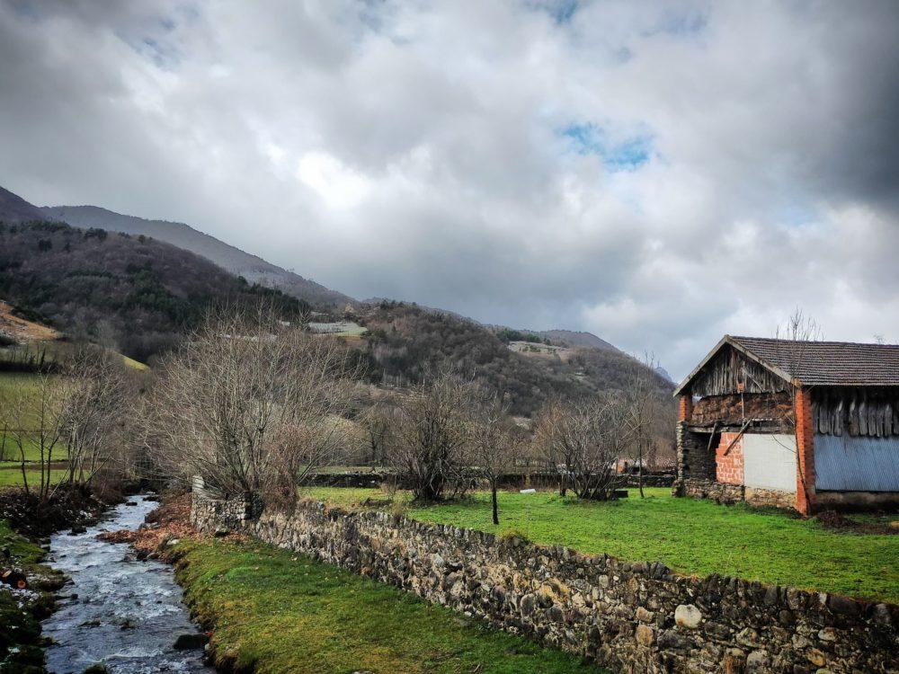30/12/20 - Vue sur la chapelle depuis le pont dans le village
