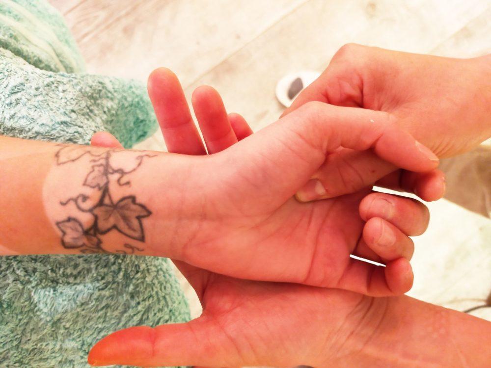 GC - massage amma reflexologie palmaire massage indien du cuir chevelu - entre gaia et l'essenciel - melanie dupuis - ariege (1)