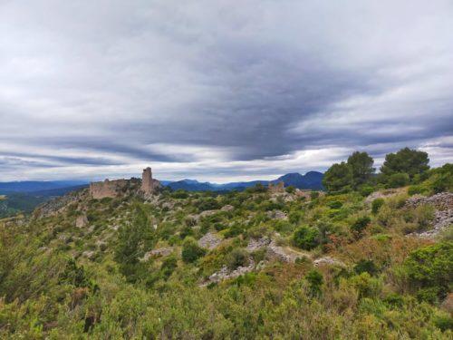Retour au château et par les palimpsestes de l'ancien village - Mai 2021